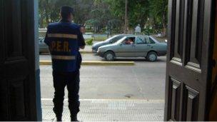 Que los funcionarios renuncien a la custodia para que haya más policías en los barrios