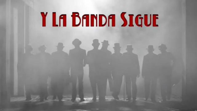 """""""Y La Banda Sigue"""" - Auténticos Decadentes"""