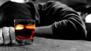 Hallan sustancia que borra el daño cerebral tras una borrachera