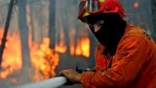 Fuego en un basural de Villa Elisa