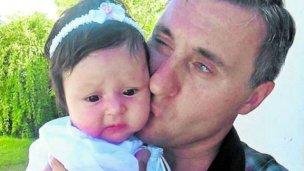 Deberá seguir esperando, tras 17 años de lucha para recuperar a su hija