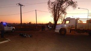 Grave choque entre un camión y una moto