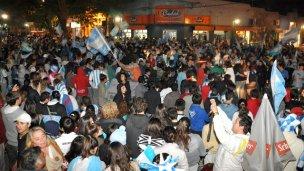 Miles de colonenses festejaron en las calles