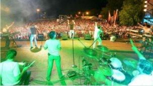 En Colón, promocionan la Fiesta de la Playa