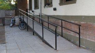 Piden rampas de acceso para personas con movilidad reducida