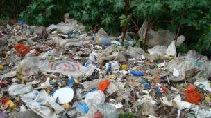 Piden erradicar el basural frente a la Escuela N° 4