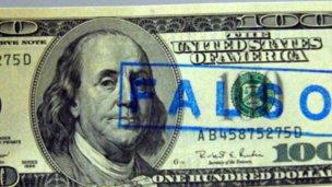 Intentó estafar con dólares falsos y resistió su arresto con un facón