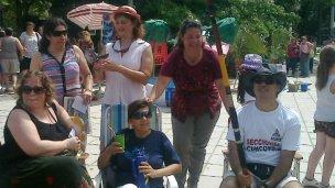 Protesta docente con humor, en la plaza