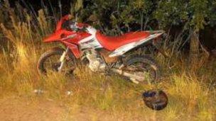 Motociclista fracturado al chocar contra guardarrail