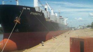 Arribó a nuestro puerto local el primer buque del año