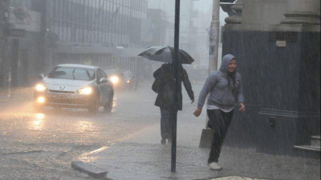 Renovaron alerta por tormentas fuertes — Jornada lluviosa