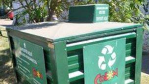 Más contenedores verdes