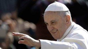 Francisco llega a la tierra de su antecesor Juan Pablo II