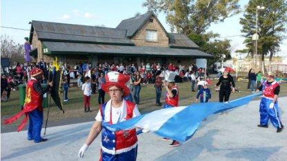 Música, danzas y bicicleteada en la Estación Dominguera