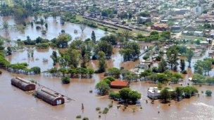 Lluvias intensas, ríos crecidos y poblaciones aisladas