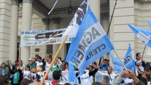 Docentes vuelven a protestar frente a Casa Gris