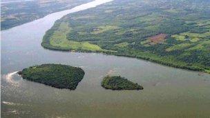 La crecida también llega al río Paraná