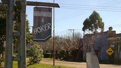 Un folleto y un logo para Hoker
