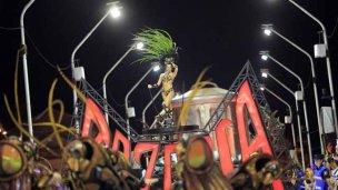 Carnaval: Cayó de una carroza