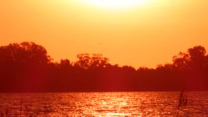 Alerta naranja, cruzando el río