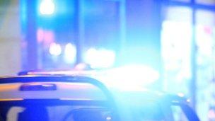 Llevaban drogas, evadieron un control y chocaron a un policía