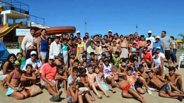 Más de 300 chicos participan de la colonia.