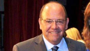 Bahler defiende su proyecto de baños públicos en los bancos