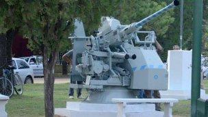 Un cañón antiaéreo en Colón
