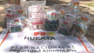 Entrega de semillas en Caseros