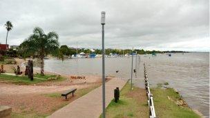 El río baja, la lluvia sigue