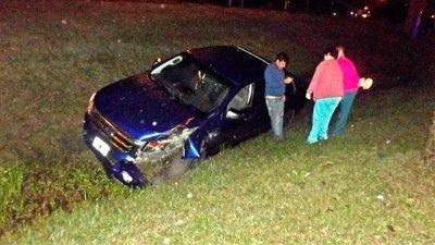 Conducía alcoholizado y chocó contra una columna