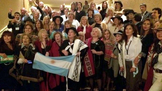 Jueza entrerriana festejó con poncho y sombrero