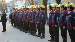 Desfile, música y baile a beneficio de los bomberos