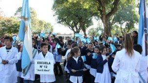 Más de 300 alumnos prometieron Lealtad a la Bandera Argentina