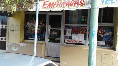 Violento asalto en una pizzería: Le gatillaron en el pecho