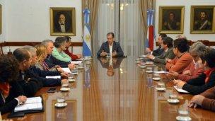 El gobierno reabrirá el diálogo con los estatales