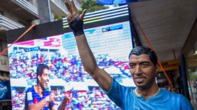 Juega con Messi y tiene su escultura en la costa del Uruguay
