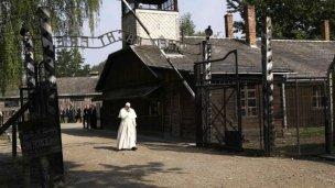 Solitario paso de Francisco por los campos de exterminio nazi