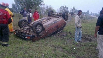 Un caballo suelto provocó un vuelco en un acceso a Concepción del Uruguay