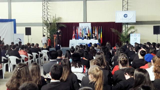 Los jóvenes embajadores deliberando en Chajarí