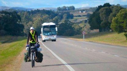 Pareja de brasileños pedalea en rutas entrerrianas