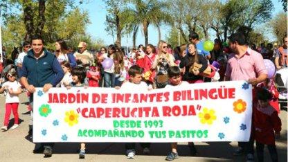 Desfile primaveral en la costanera