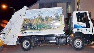 De milagro, logró salvar su dinero de perderse entre la basura