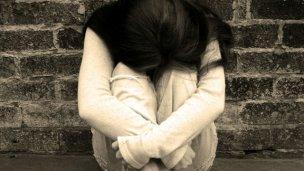 Se fue de la ciudad para denunciar la violación de su hija