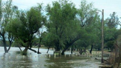 El río superó la barrera de los 4 metros