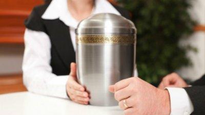 Nueva norma de la Iglesia: ¿qué hacer con las cenizas de cremaciones?