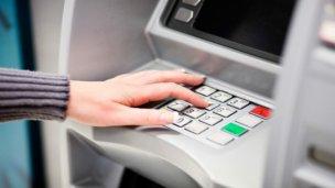 Eliminaron los límites para las transferencias bancarias