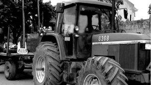Murió aplastada por las ruedas de un tractor