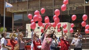 El cielo se colmó de globos rojos