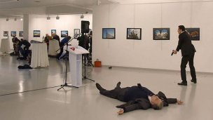 El embajador ruso en Turquía fue asesinado en una exposición